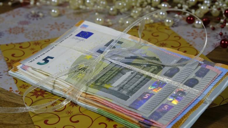 Δώρο Χριστουγέννων 2019: Πότε θα καταβληθεί από τον ΟΑΕΔ- Πώς υπολογίζεται στον ιδιωτικό τομέα