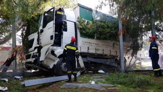 Εκτροπή φορτηγού στον Κηφισό: Οι πρώτες εικόνες από το σημείο