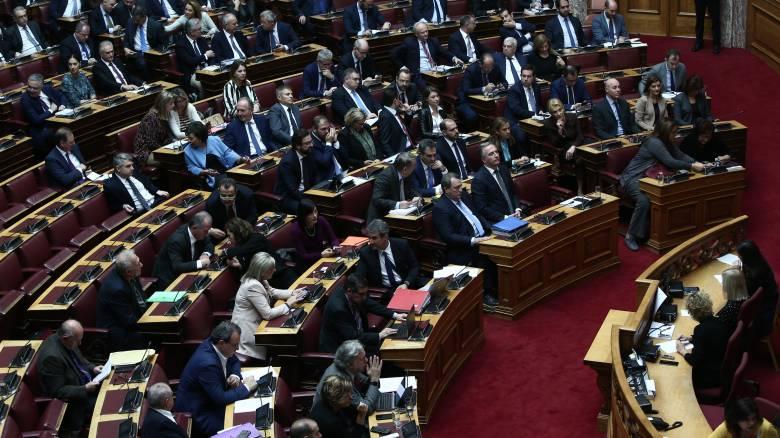 Ανοιχτό το ενδεχόμενο υπερψήφισης της διάταξης για νομοθέτηση μετά από λαϊκή πρωτοβουλία αφήνει η ΝΔ
