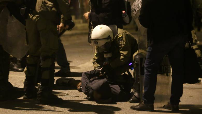 Ευελπίδων: Ένταση κατά την άφιξη των συλληφθέντων στα επεισόδια του Πολυτεχνείου