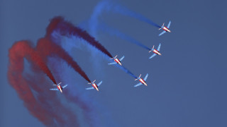 Ακροβατικά στον αέρα: Θέαμα και... deals εκατομμυρίων στην αεροπορική έκθεση του Ντουμπάι