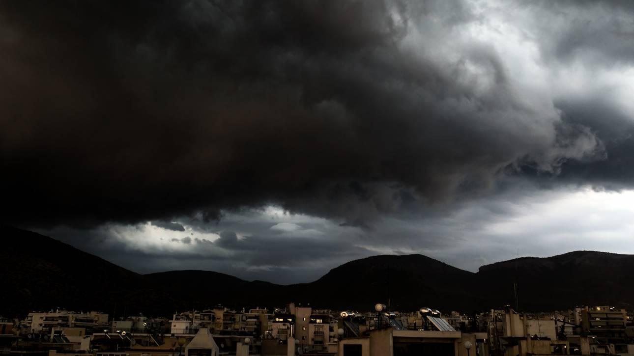 Κακοκαιρία σε όλη τη χώρα την Τρίτη: Καταιγίδες και στην Αττική