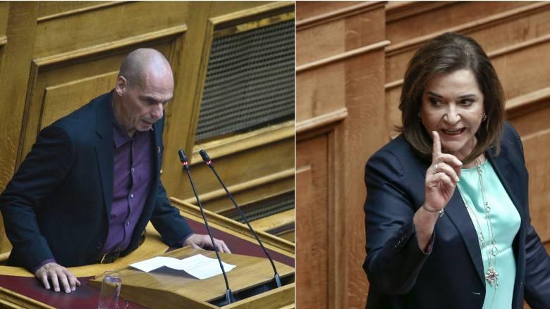 Κόντρα Βαρουφάκη-Μπακογιάννη στη Βουλή – Πρέπει να συνηθίσω την αγένειά σας