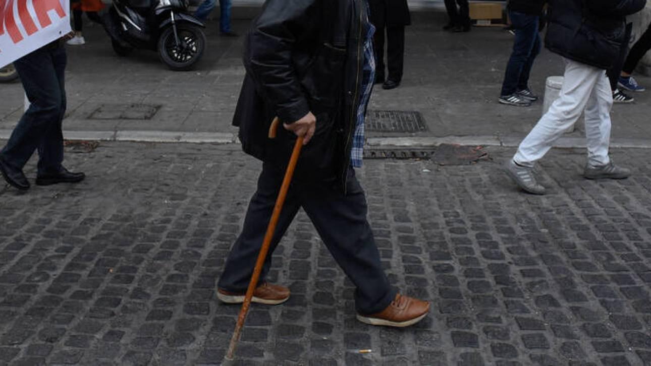 Συντάξεις: Μειώνεται στο 30% η παρακράτηση για τους συνταξιούχους που εργάζονται
