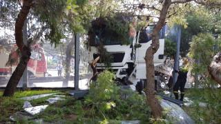 «Ζαλίστηκα»: Τι λέει ο οδηγός του φορτηγού που προκάλεσε το τροχαίο στην Αθηνών – Λαμίας