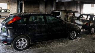 Ταύρος: Στις φλόγες τυλίχθηκαν τρία οχήματα - Εμπρησμό «βλέπει» η Πυροσβεστική