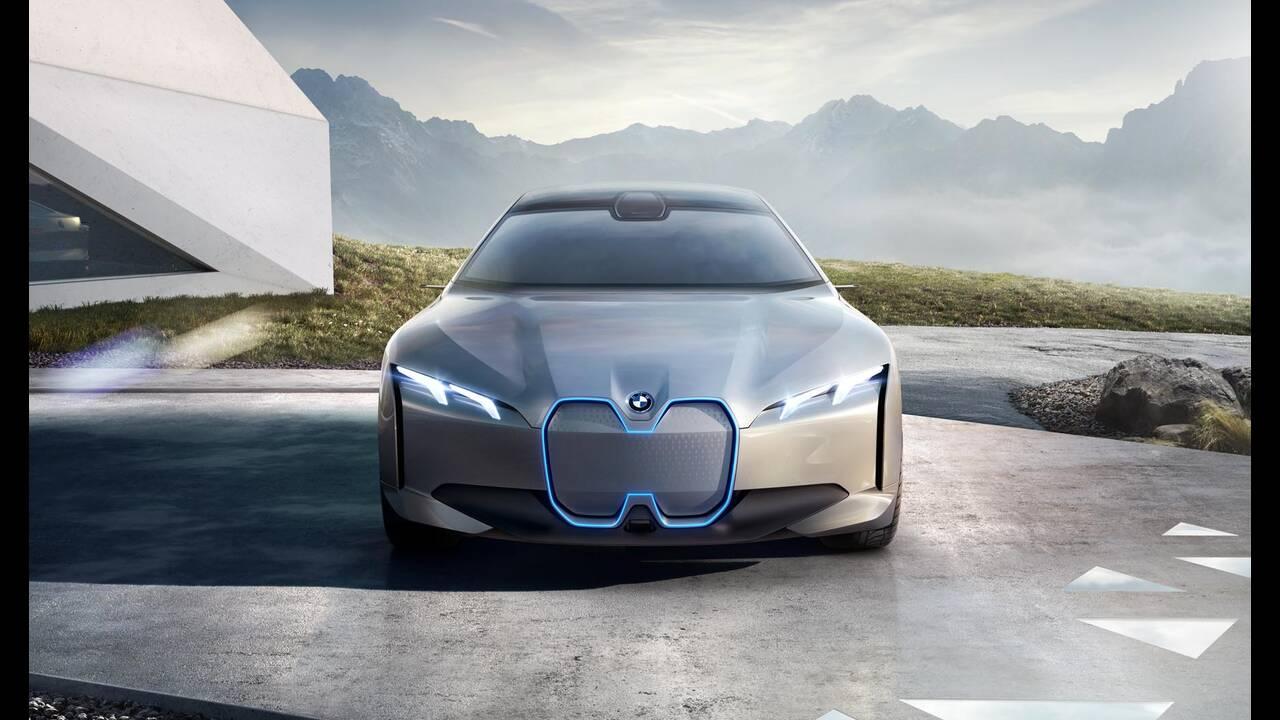 https://cdn.cnngreece.gr/media/news/2019/11/19/197845/photos/snapshot/BMW-i4-8.jpg