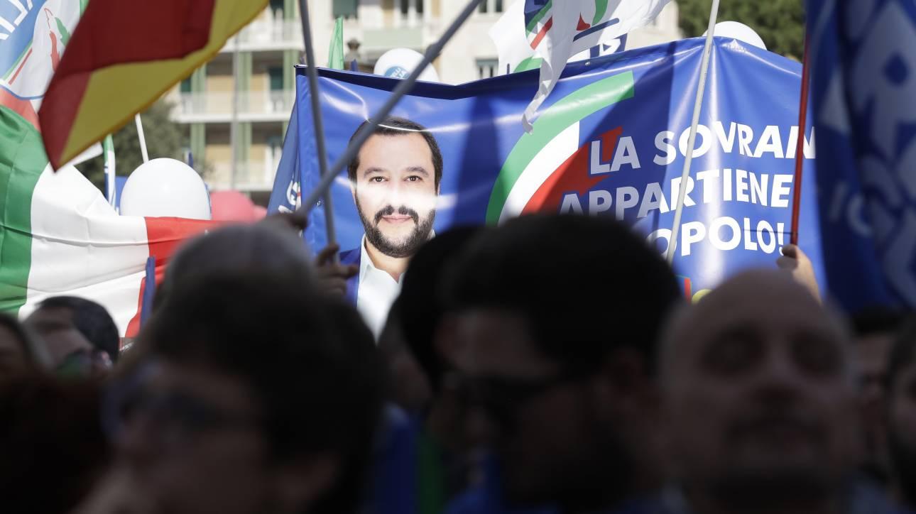 «Σαρδέλες»: Το νέο, απρόβλεπτο κίνημα που αντιστέκεται στον Σαλβίνι