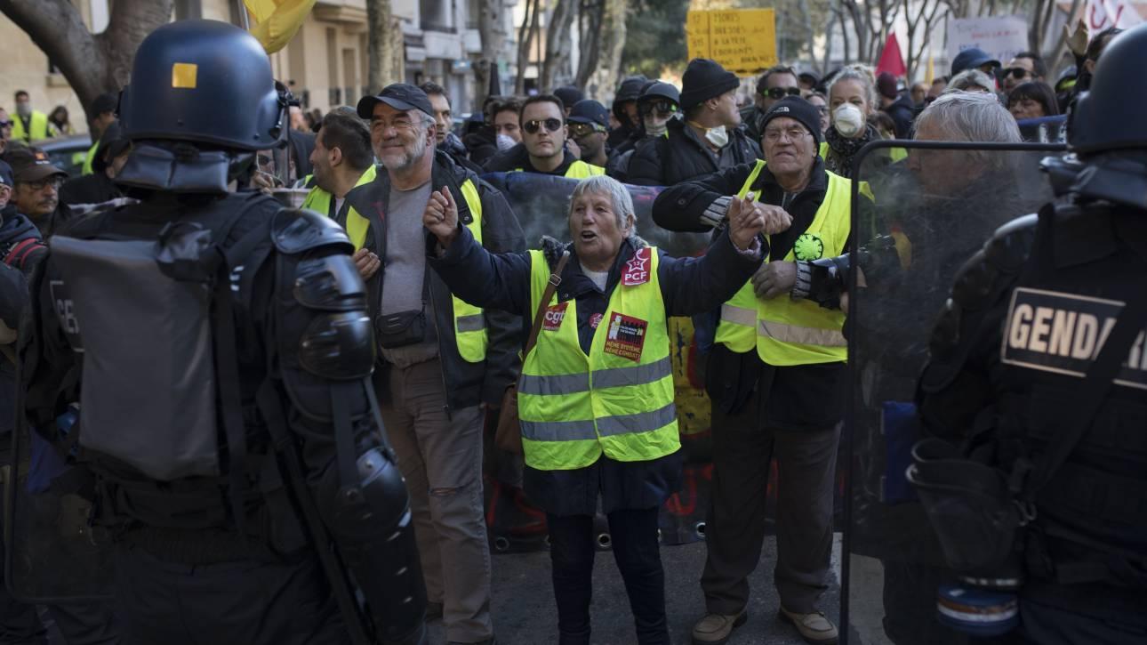 Ξεκίνησε η πρώτη δίκη αστυνομικού για βιαιοπραγίες εναντίον των «κίτρινων γιλέκων»