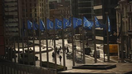 Η προσοχή σήμερα στις εκτιμήσεις της Κομισιόν για τη βιωσιμότητα του ελληνικού χρέους