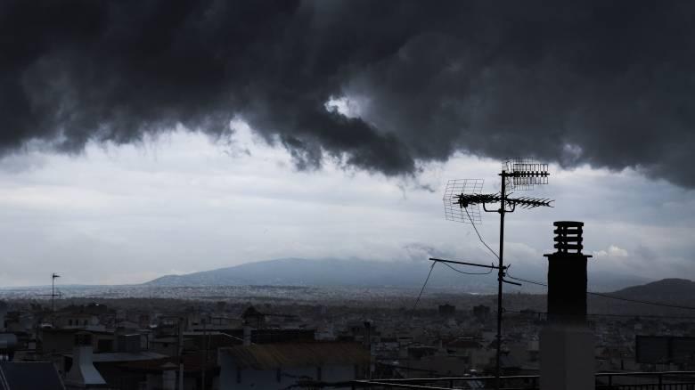 Καιρός: Η κακοκαιρία «σαρώνει» τη χώρα - Εγκλωβισμοί στη Χαλκιδική