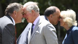 Κάρολος και Καμίλα: Το πιο κουλ βασιλικό ζεύγος κάνει «μυτούλες» με τους Μαορί στη Νέα Ζηλανδία