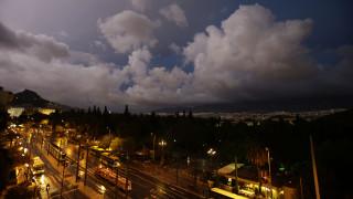 Καιρός: Επιδεινώνεται από αύριο - Έρχονται λασποβροχές και καταιγίδες