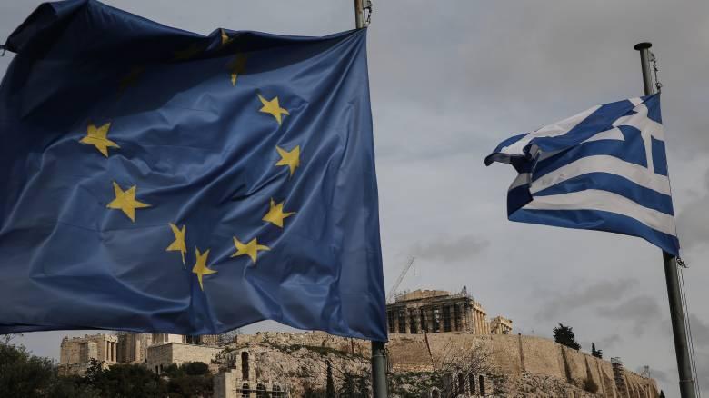 Βιώσιμο χρέος τουλάχιστον έως το 2032 «βλέπει» η Ευρωπαΐκή Επιτροπή