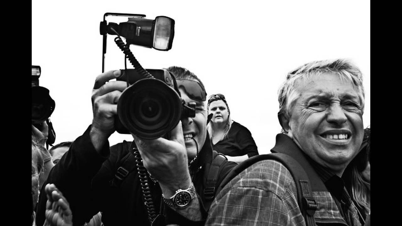 https://cdn.cnngreece.gr/media/news/2019/11/22/198240/photos/snapshot/lenny-kravitz-photographer1.jpg
