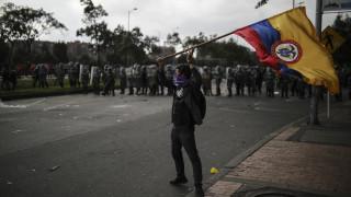 Χάος στην Κολομβία: Μαζικές κινητοποιήσεις κατά του προέδρου Ντούκε και απαγόρευση της κυκλοφορίας