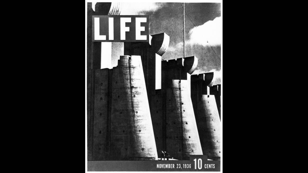 1936. Το πρώτο εξώφυλλο του περιοδικού Life, το οποίο κοσμεί μια φωτογραφία του Φράγματος του Φορντ Πεκ. Η εκδότρια εταιρεία του περιοδικού, Time Inc., έκλεισε την έντυπη έκδοση του περιοδικού το 2007.