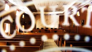 Αμερικανίδα διώκεται επειδή κυκλοφορούσε γυμνόστηθη στο σπίτι της