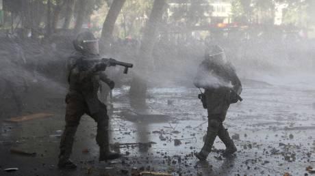 Χιλή: Συνεχίζεται αμείωτη η βία - Συγκρούσεις, λεηλασίες, επιθέσεις σε αστυνομικά τμήματα