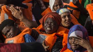 Ασφαλές λιμάνι για αποβίβαση 62 μεταναστών ζητά πλοίο της Open Arms εν μέσω θαλασσοταραχής