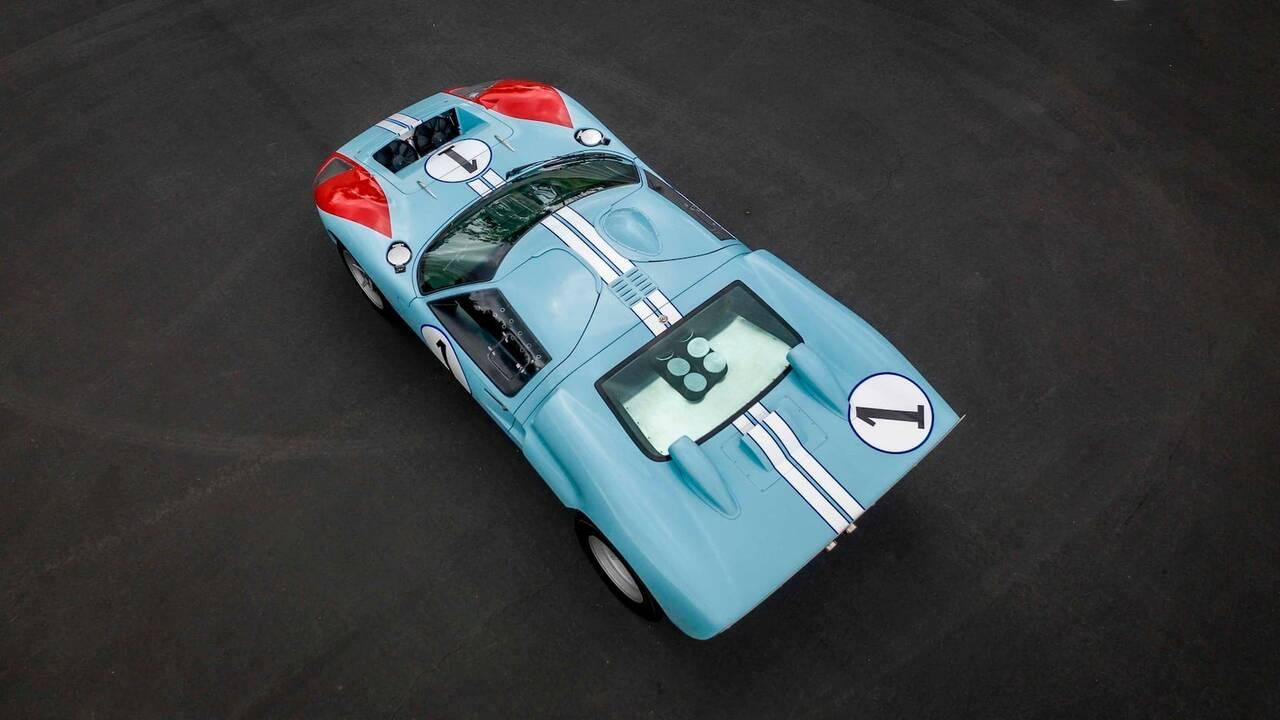 https://cdn.cnngreece.gr/media/news/2019/11/25/198513/photos/snapshot/SUPERFORMANCE-GT40-MKII-20.jpg