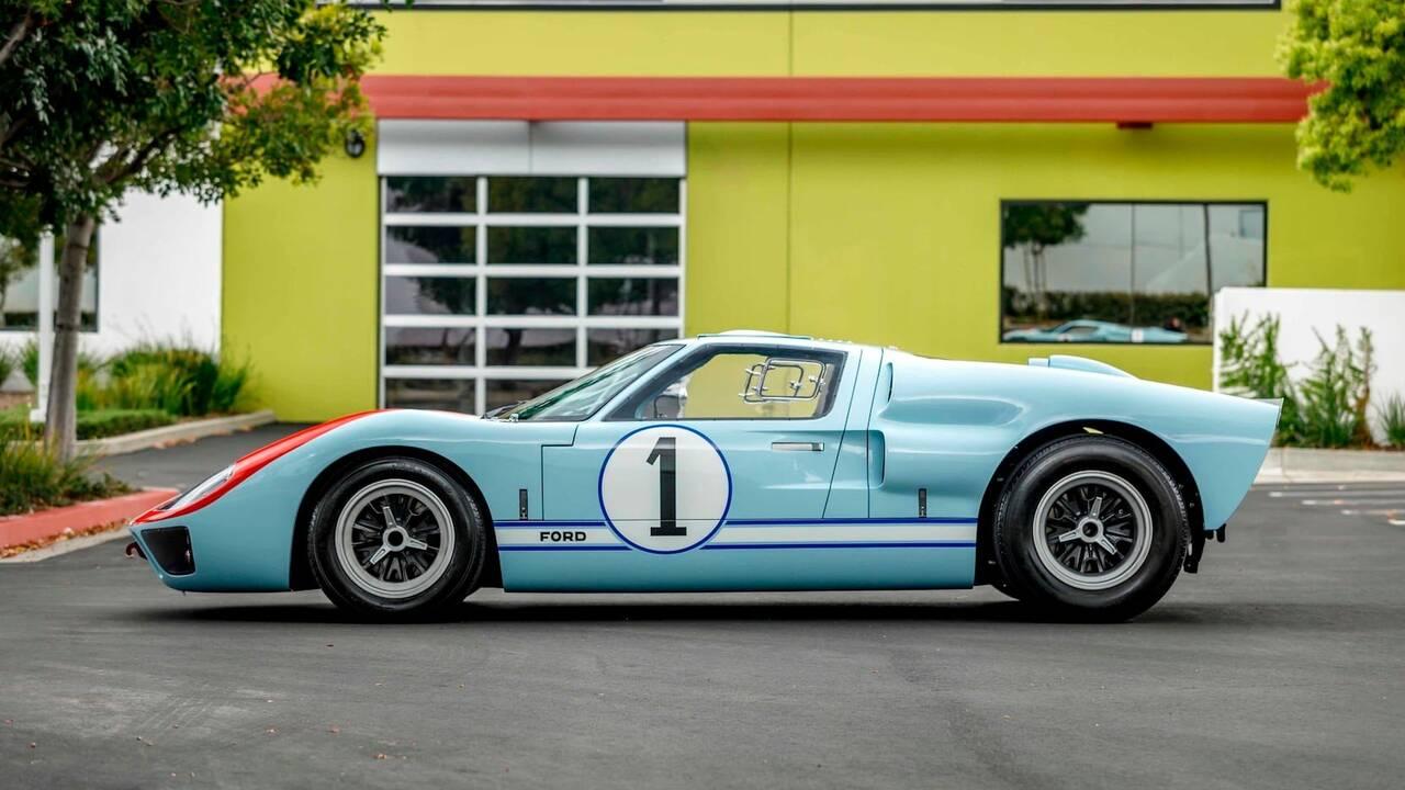 https://cdn.cnngreece.gr/media/news/2019/11/25/198513/photos/snapshot/SUPERFORMANCE-GT40-MKII-25.jpg