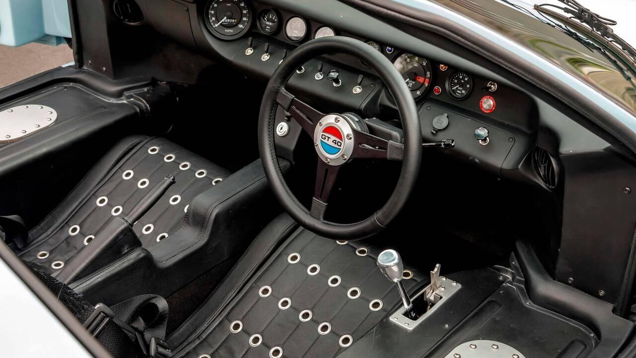 https://cdn.cnngreece.gr/media/news/2019/11/25/198513/photos/snapshot/SUPERFORMANCE-GT40-MKII-5.jpg
