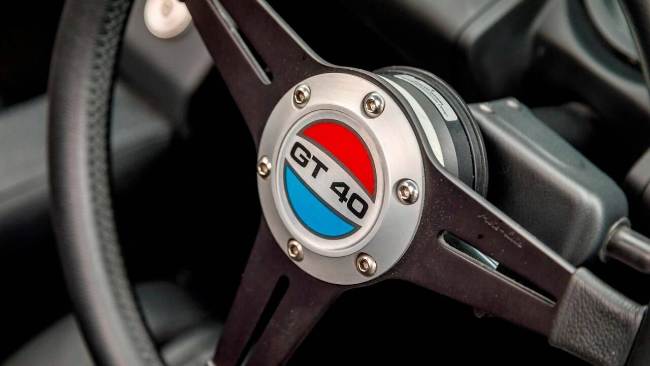 https://cdn.cnngreece.gr/media/news/2019/11/25/198513/photos/snapshot/SUPERFORMANCE-GT40-MKII-8.jpg