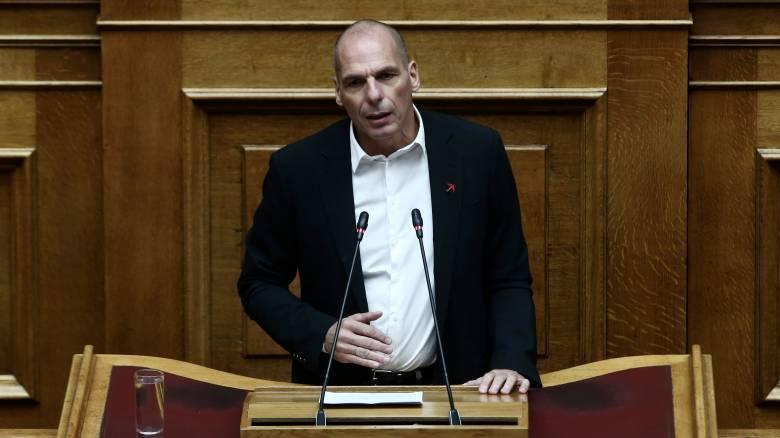 Συνταγματική Αναθεώρηση:«Χαμένη ευκαιρία»λέει ο Βαρουφάκης, εκλογή ΠτΔ από το λαό θέλει ο Βελόπουλος