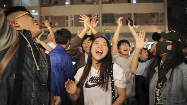 Χονγκ Κονγκ: Συντριπτική νίκη του κινήματος υπέρ της δημοκρατίας στις εκλογές - δημοψήφισμα