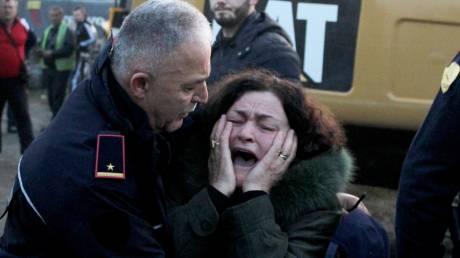Φονικός σεισμός στην Αλβανία: Θρήνος και αγωνία πάνω από τα χαλάσματα