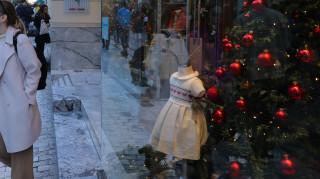 Εορταστικό ωράριο: Δείτε πότε ξεκινάει και ποια Κυριακή θα είναι ανοιχτά τα καταστήματα