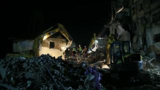 Σεισμός στην Αλβανία: «Μάχη» με τον χρόνο δίνουν τα σωστικά συνεργεία