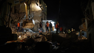 Σεισμός στην Αλβανία: Ομογενής αναζητά την οικογένειά του στα χαλάσματα