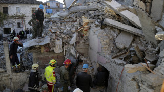Σεισμός στην Αλβανία: Ηρωικός σκύλος έχει διασώσει τρία άτομα από τα συντρίμμια