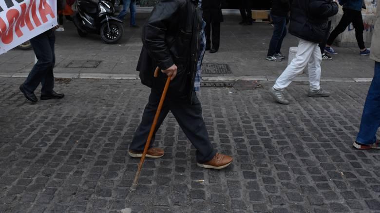 Συντάξεις - ΕΦΚΑ: Ζητούν πίσω 27,6 εκατ. ευρώ από συνταξιούχους και στρατιωτικούς
