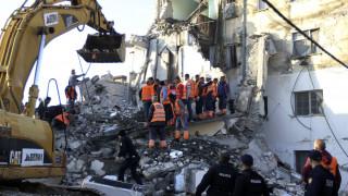 Σεισμός Αλβανία: Δάκρυα, απόγνωση & αγωνία πάνω από τα χαλάσματα