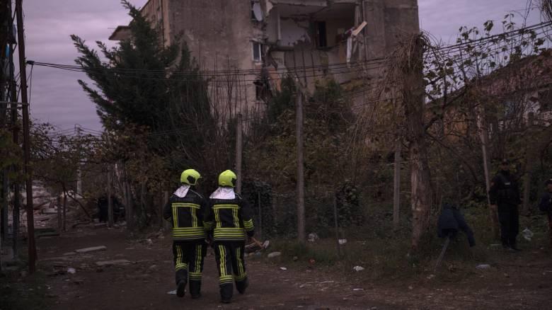 Αλβανία: Βίντεο από τον ισχυρό μετασεισμό - Διασώστες τρέχουν να σωθούν από ετοιμόρροπο κτήριο