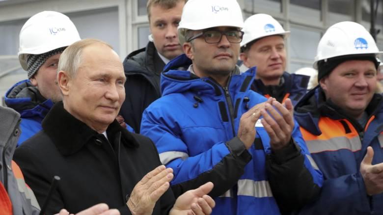 Ρωσία: Ο Πούτιν εγκαινίασε τον αυτοκινητόδρομο Μόσχας - Αγίας Πετρούπολης