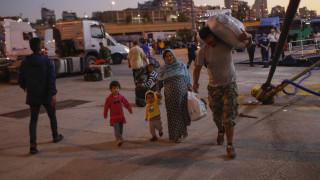 Στο λιμάνι του Πειραιά έφτασαν δεκάδες πρόσφυγες από το Αιγαίο