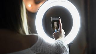 Ξεχάστε το Instagram: Το TikTok είναι η ιντερνετική πλατφόρμα του σήμερα – Και η πιο αμφιλεγόμενη