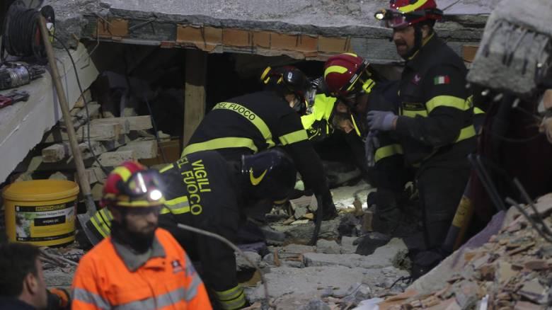Σεισμός στην Αλβανία: «Σβήνουν» οι ελπίδες για επιζώντες - Τουλάχιστον 47 νεκροί
