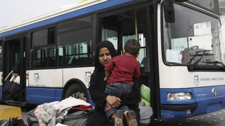 Προσφυγικό: 120 πρόσφυγες και μετανάστες στο λιμάνι του Πειραιά