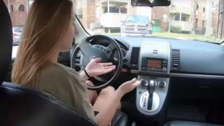 Όμορφη έκπληξη: Δώρισαν αυτοκίνητο σε σερβιτόρα που περπατούσε ώρες για να πάει στη δουλειά