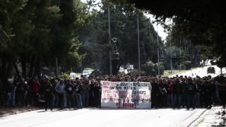 Κλειστή η λεωφόρος Ποσειδώνος στο Καβούρι λόγω συγκέντρωσης φοιτητών