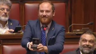 Πρόταση γάμου από τα… έδρανα του ιταλικού κοινοβουλίου