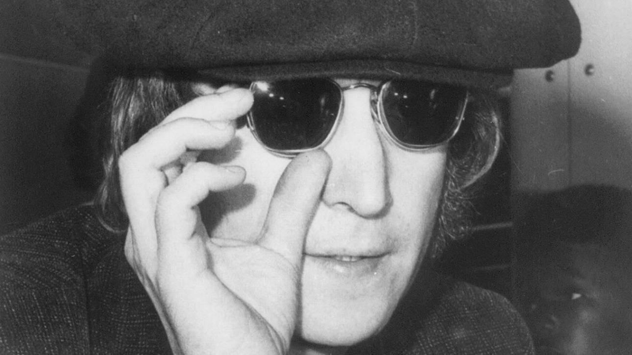 Τα γυαλιά του Τζον Λένον και άλλα αντικείμενα των Beatles σε δημοπρασία