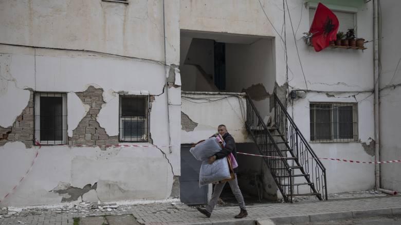 Σεισμός Αλβανία: Αυξήθηκε ο αριθμός των νεκρών - Στον δρόμο 10.000 άνθρωποι