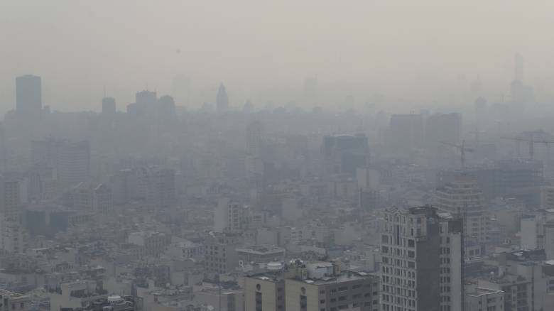 Τοξικό νέφος «πνίγει» το Ιράν: Η Τεχεράνη καλύφτηκε από τοξικό νέφος - Κλειστά τα σχολεία