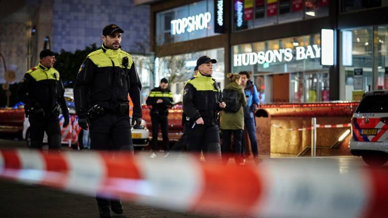 Χάγη: Ανθρωποκυνηγητό για τον δράστη που επιτέθηκε με μαχαίρι σε τρεις εφήβους